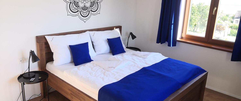Ubytování Pavlov - PALAVIA APARTMENTS - Ložnice - manželská postel z masivu